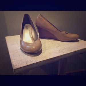 Dexter Tan wedge shoes